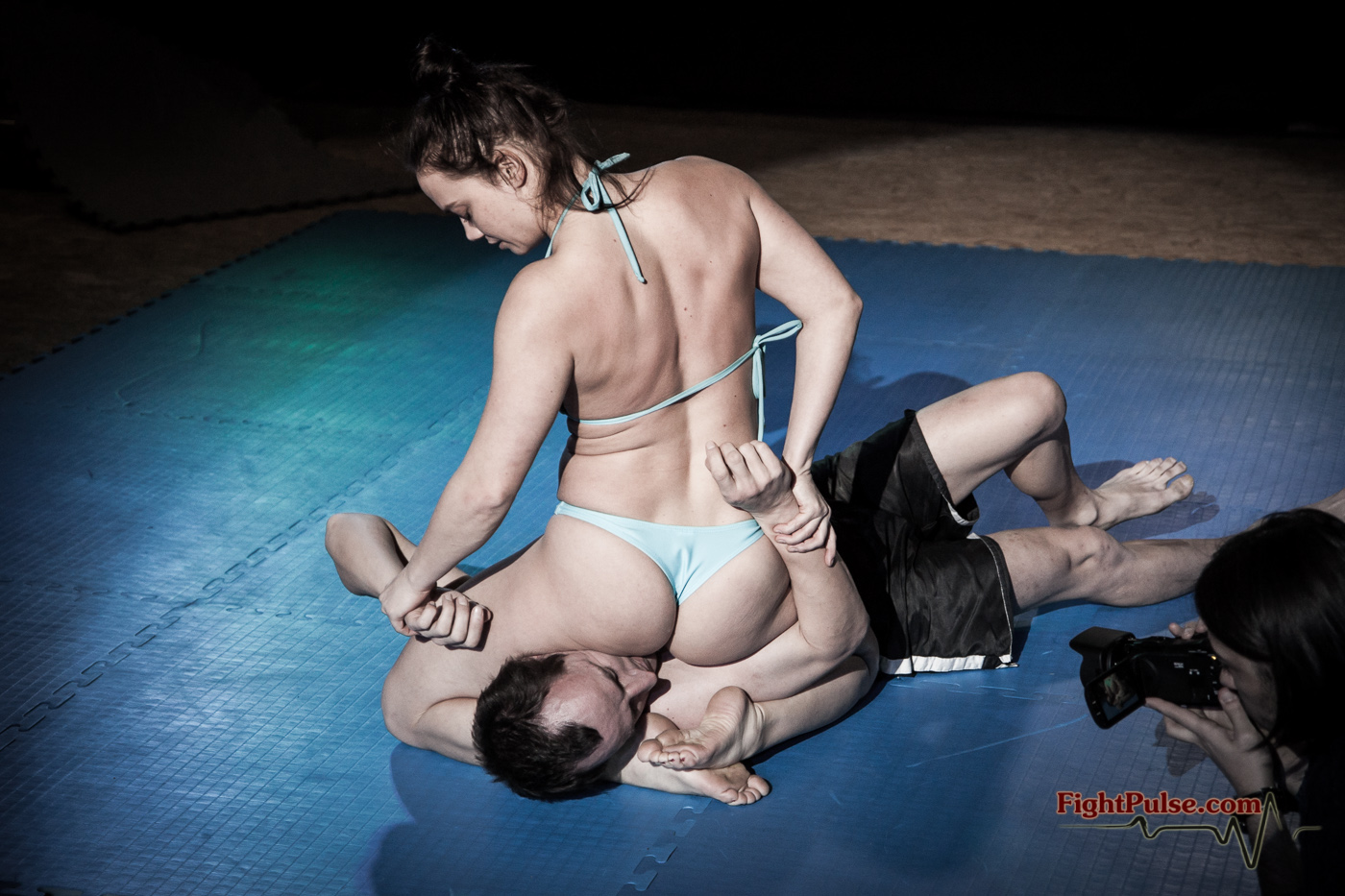 dad-with-female-wrestlers-and-their-boyfriends-ball-sex-video