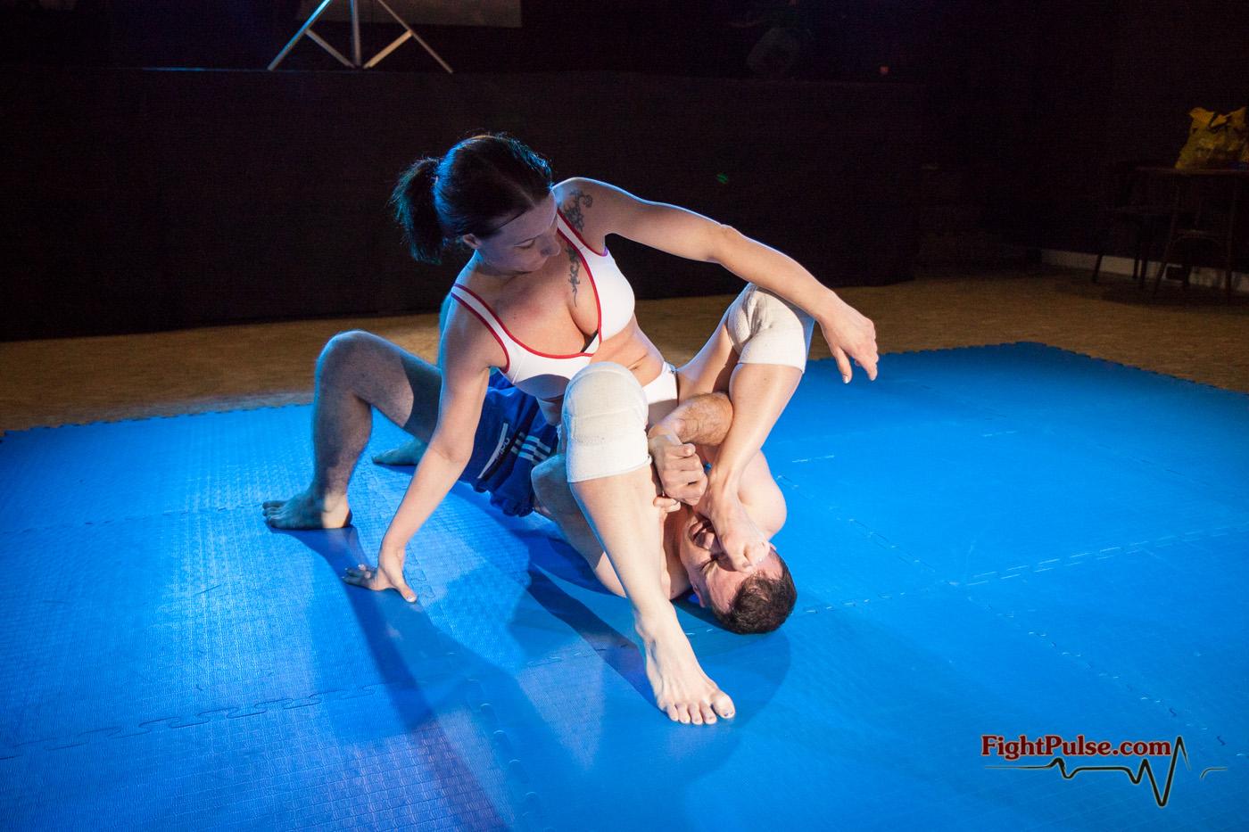 Mezcla de videos de femdom de lucha libre