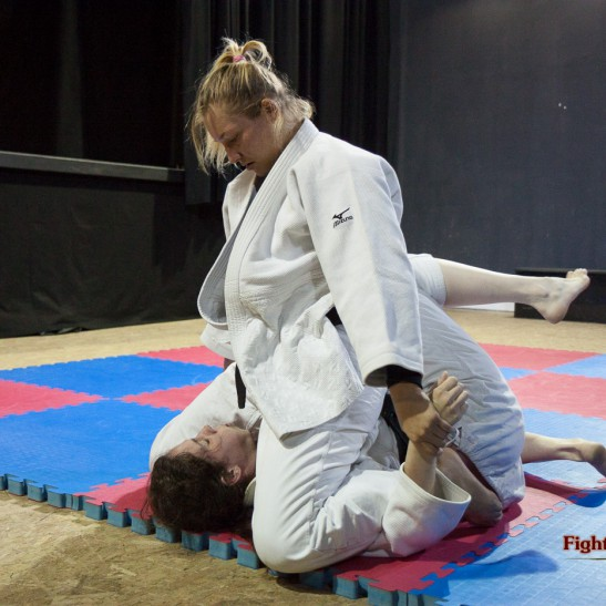FightPulse-FW-17-Diana-vs-Xena-judogi-pins-5067