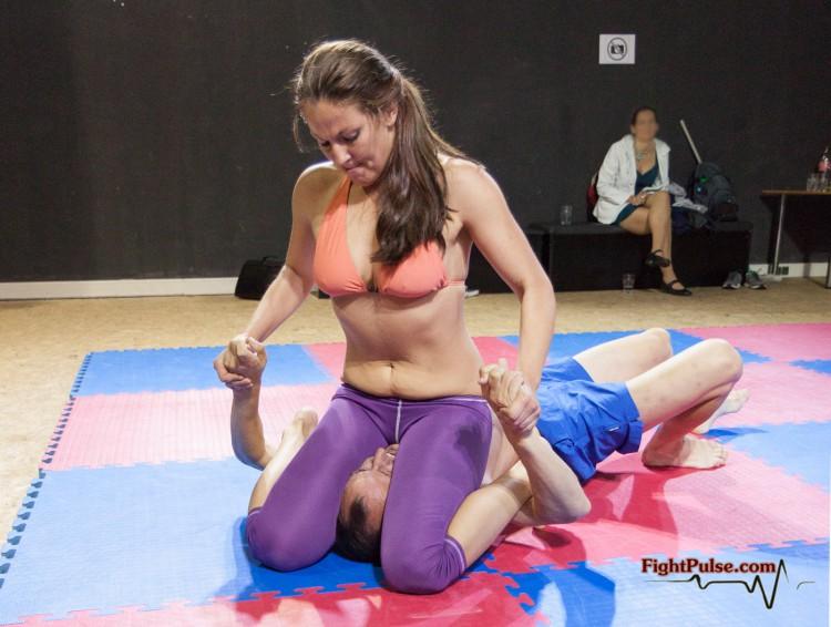Facesitting wrestling viktoria vs zelda 2 - 3 part 7