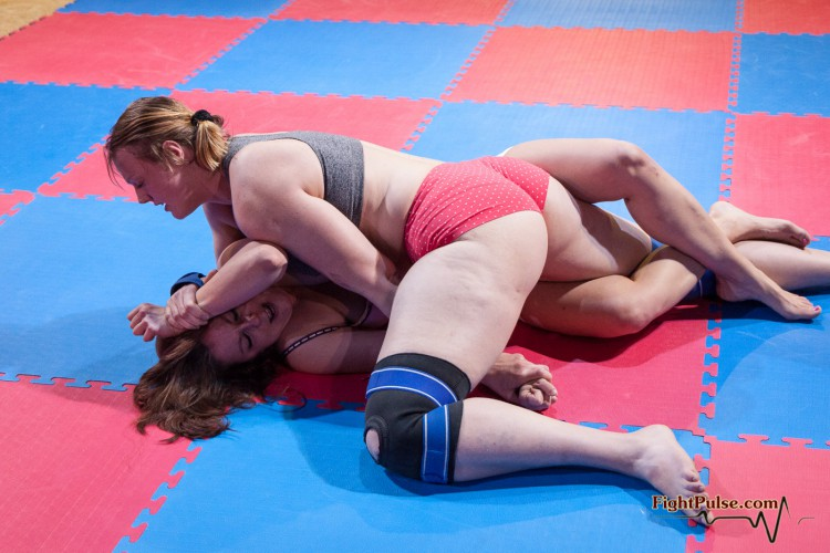 Laila vs Anika - competitive female wrestling