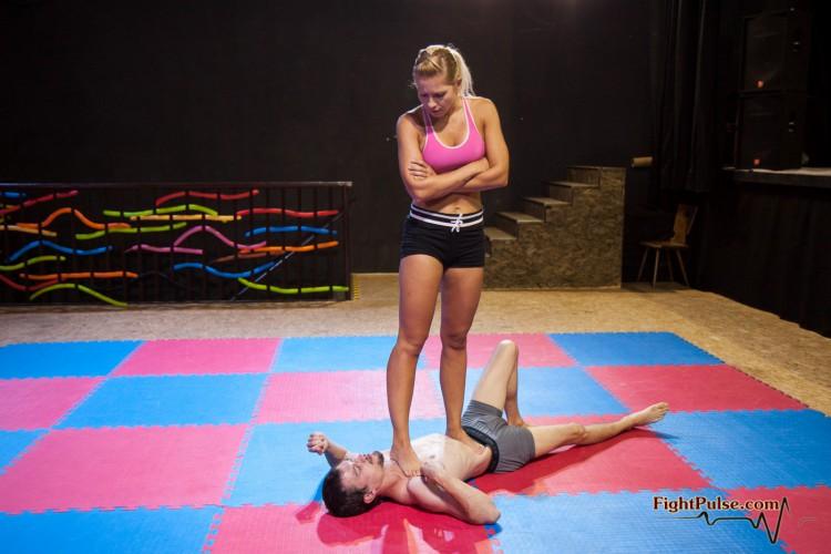 Jenni Czech disciplines her slave via wrestling and trampling