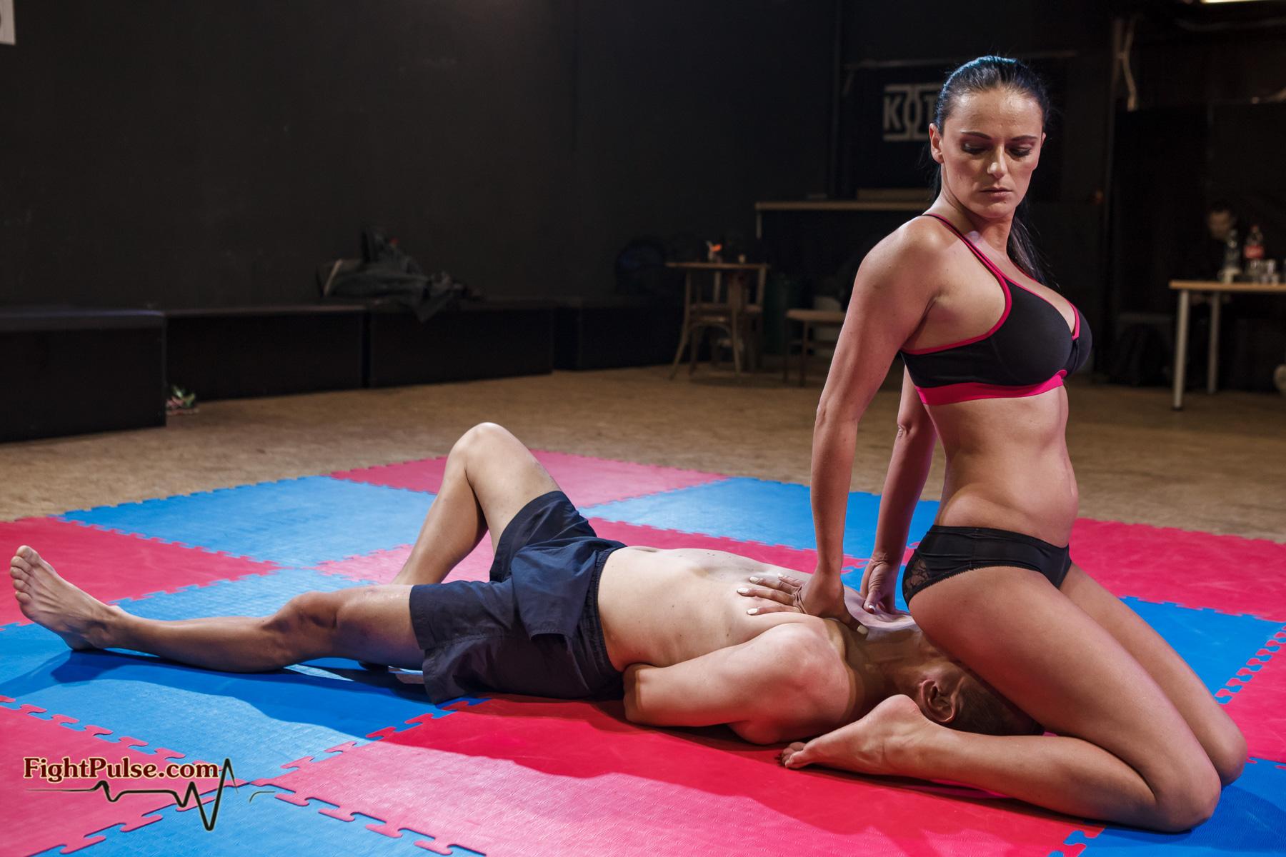 image Facesitting wrestling viktoria vs zelda 2