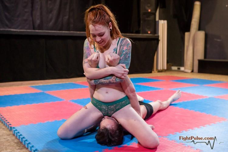 Facesitting wrestling viktoria vs zelda 2 - 3 part 6