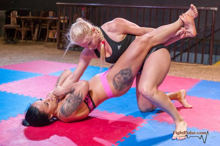 FightPulse-FW-86-Zoe-vs-Vanessa-025