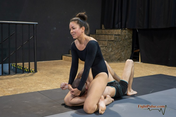Lia Labowe mounted triangle in a competitive mixed wrestling match