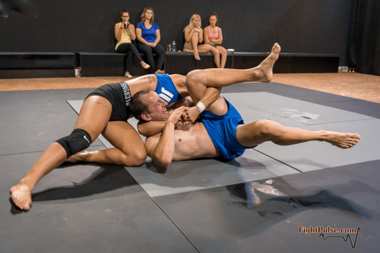 FightPulse-MX-138-Sheena-vs-Marek-030-seq