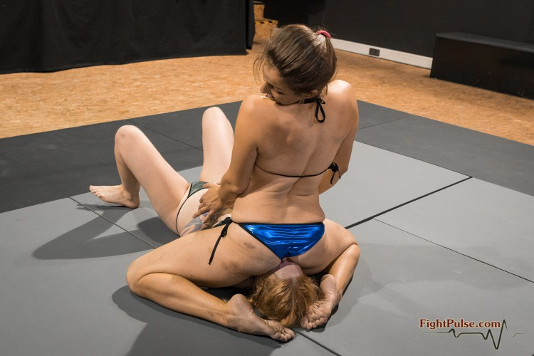 FightPulse-NC-156-Revana-vs-Laila-reverse-facesit-match-362