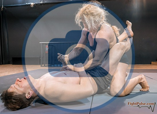 FightPulse-MX-146-Buffy-vs-Karel-photos