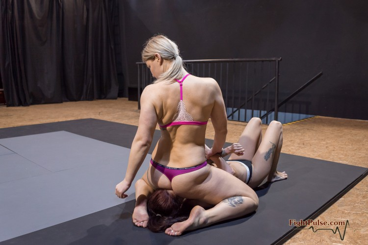 FightPulse-NC-178-Ali-vs-Scarlett-reverse-facesit-match-039